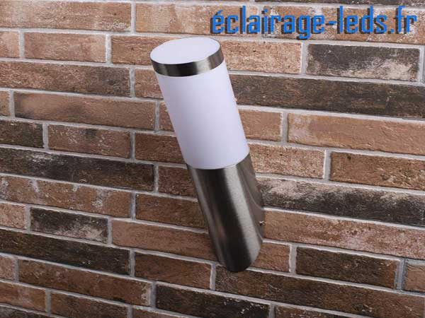 Lampadaire LED murale incliné