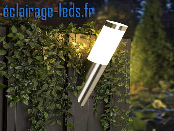 Lampadaire LED murale incliné blanc chaud IP44